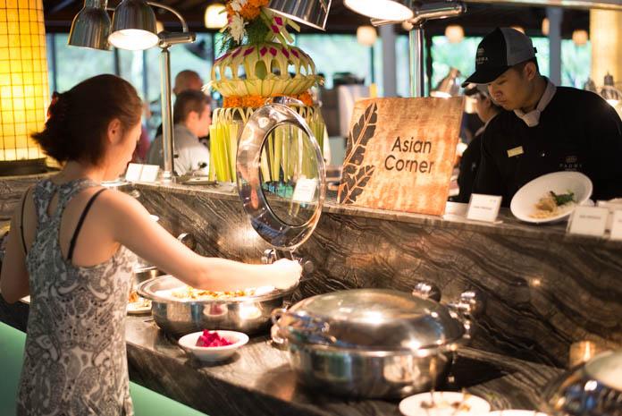 Padma Resort Legian(パドマ リゾート レギャン)の朝食バイキングのアジアコーナー