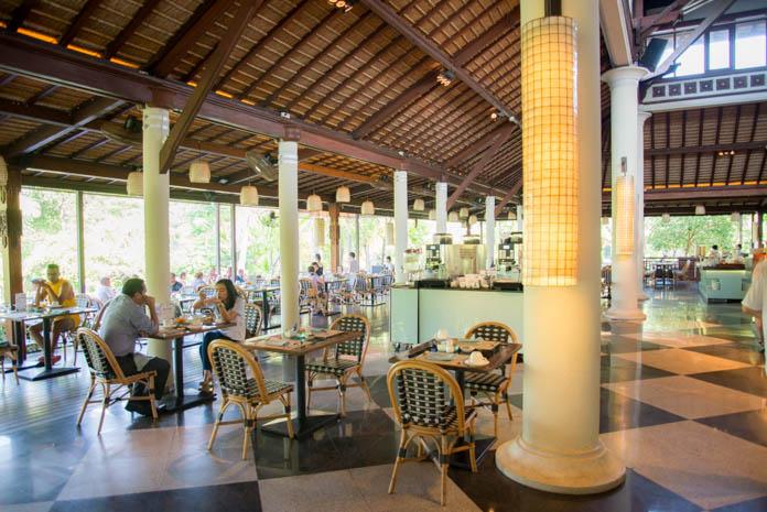 Padma Resort Legian(パドマ リゾート レギャン)の朝食バイキングの座席