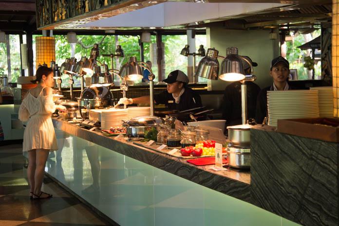 Padma Resort Legian(パドマ リゾート レギャン)の朝食バイキングのカウンター