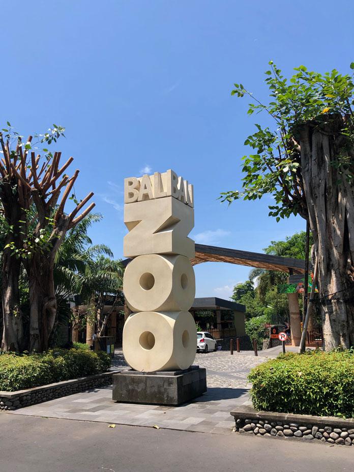 Bali Zoo(バリ動物園)石碑の看板