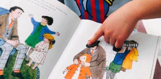 絵本「おちゃのじかんにきたとら」をパパが息子に読み聞かせ