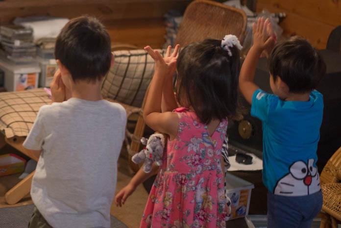 パプリカを踊る子ども達