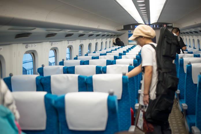新幹線のぞみ、始発駅乗車で空いている車内