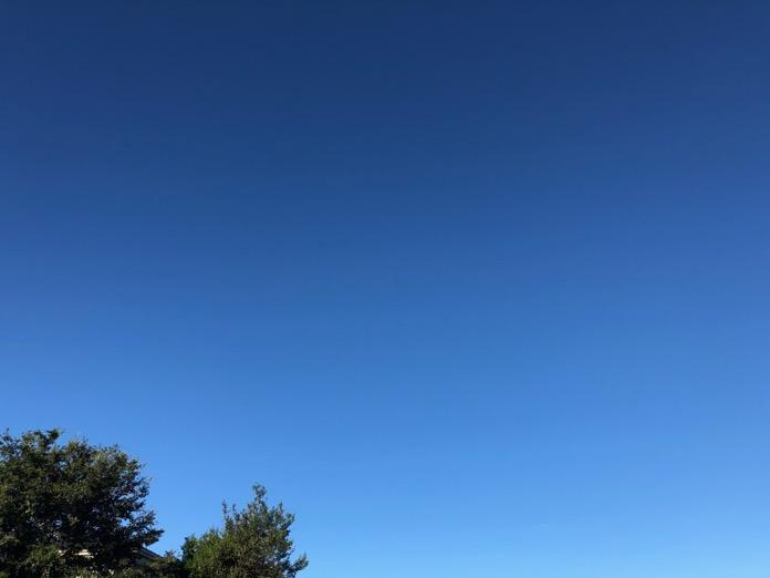 台風一過、雲ひとつない澄んだ青空