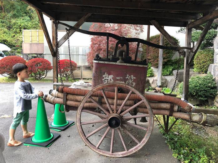 昔の消防車(常盤館に展示)
