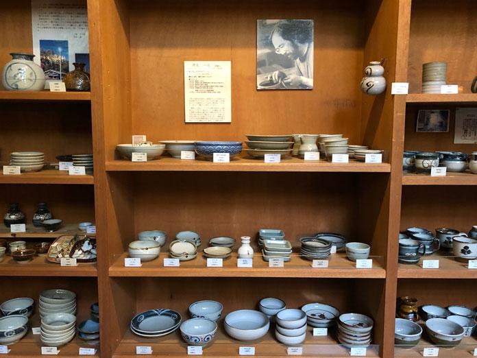 陶器がたくさん販売されています。展望露天風呂「雲の助」にて