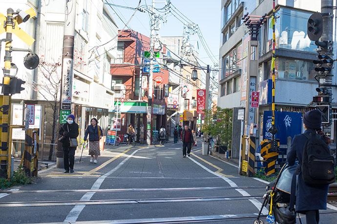 東急世田谷線「松陰神社前」駅の踏切