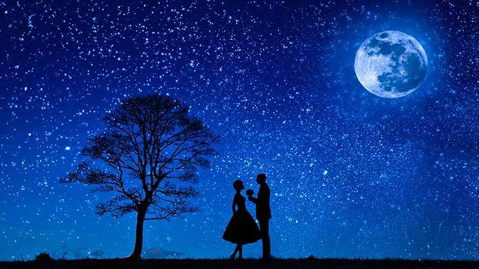 星空の下の夫婦
