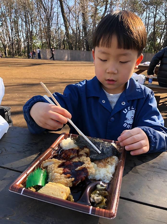 オリジン弁当を羽根木公園で食べる