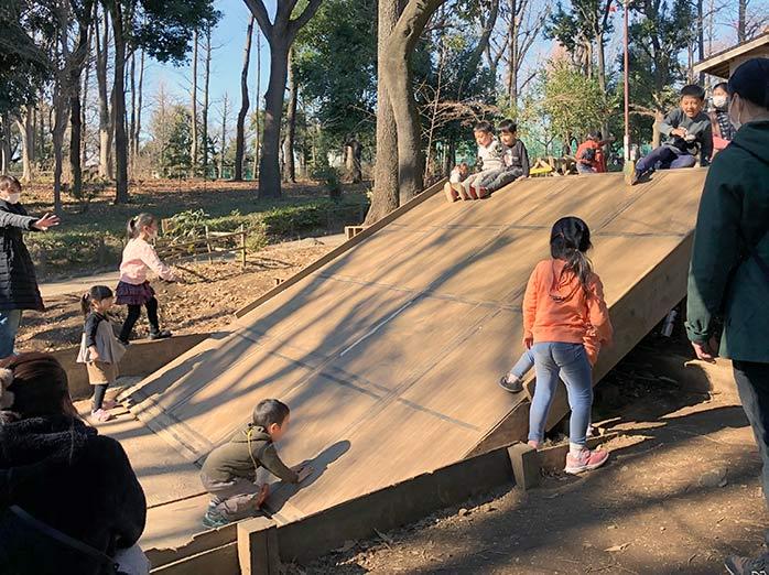 幼児用木製すべり台 羽根木公園プレーパーク