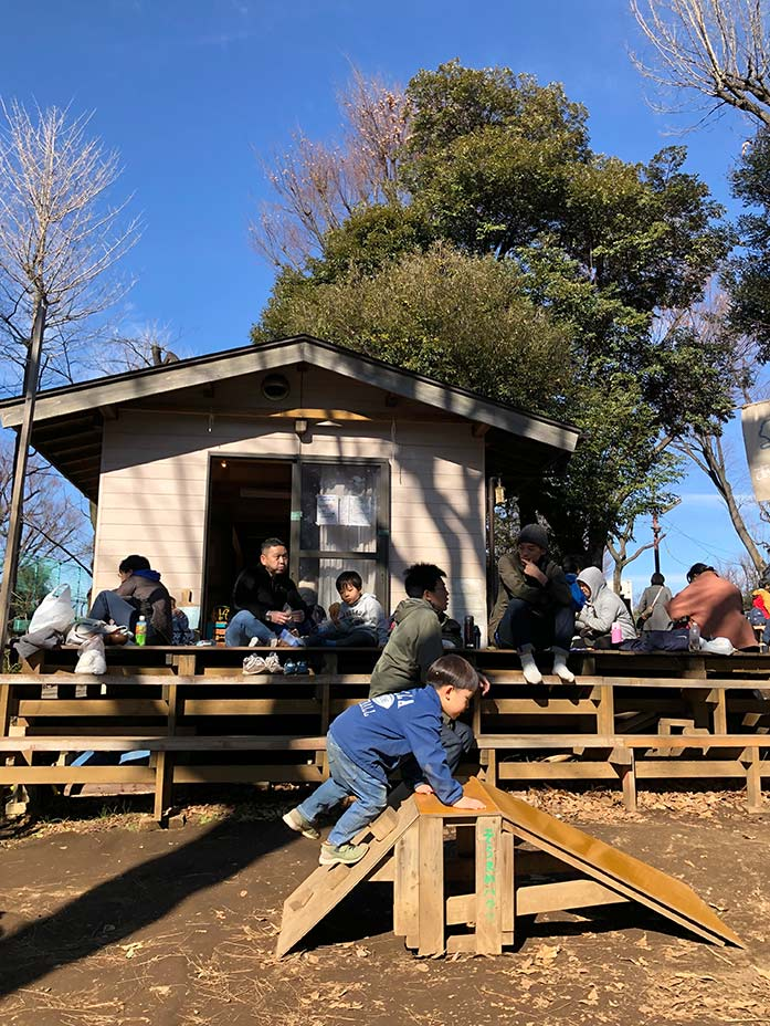 赤ちゃん用木製すべり台 羽根木公園プレーパーク