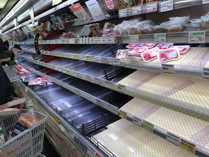 新型コロナウイルス 外出自粛要請を受け東京のスーパーで品切れ(肉)