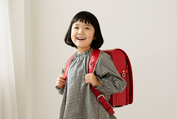 土屋鞄のランドセルを背負った女の子