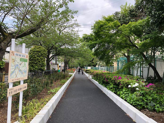 蛇崩川緑道の道