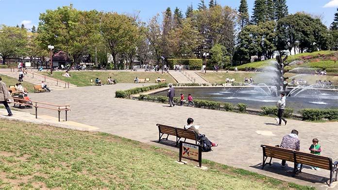 新型コロナウイルス、緊急事態宣言発令中の世田谷公園の噴水