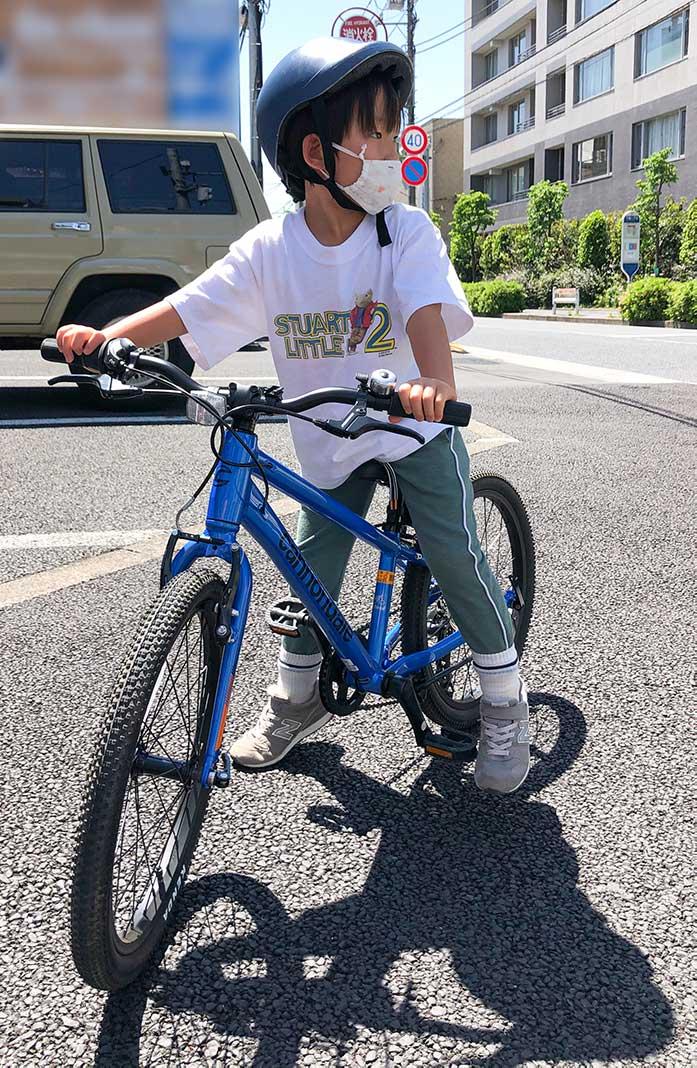 【身長110cm・6歳】20インチの自転車に乗っている男の子