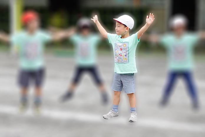 保育園の運動会で「元気いちバンバン!」を踊っている園児