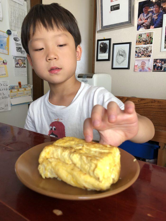 6歳児がつくった分厚い玉子焼き