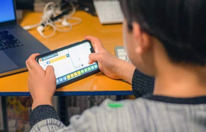 iPhone用アプリでRootを動かして楽しむ6歳児