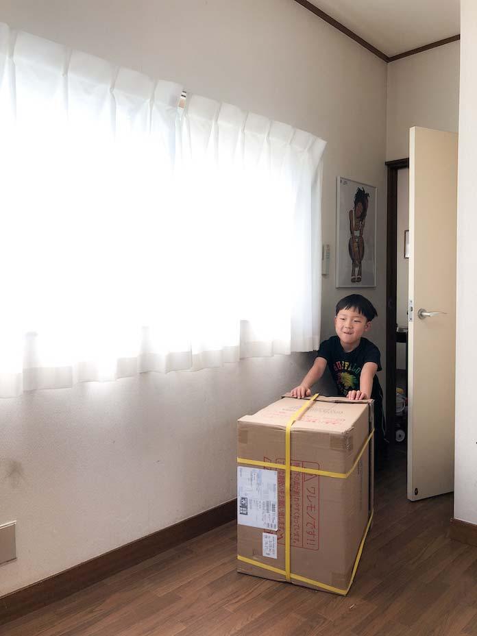 学習机のワゴンが到着(段ボール)