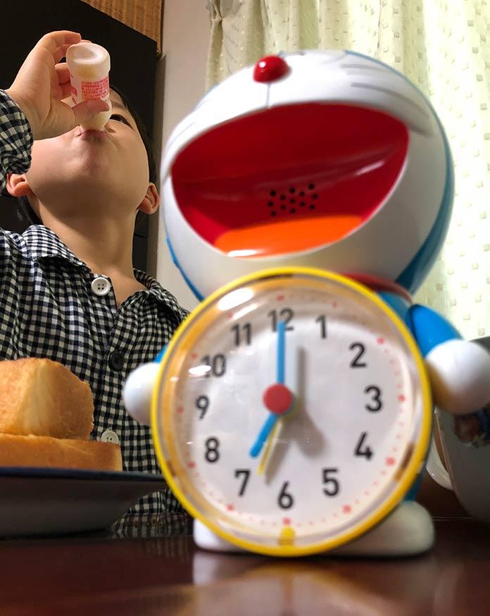 ドラえもんの目覚まし時計と、早起きできた息子