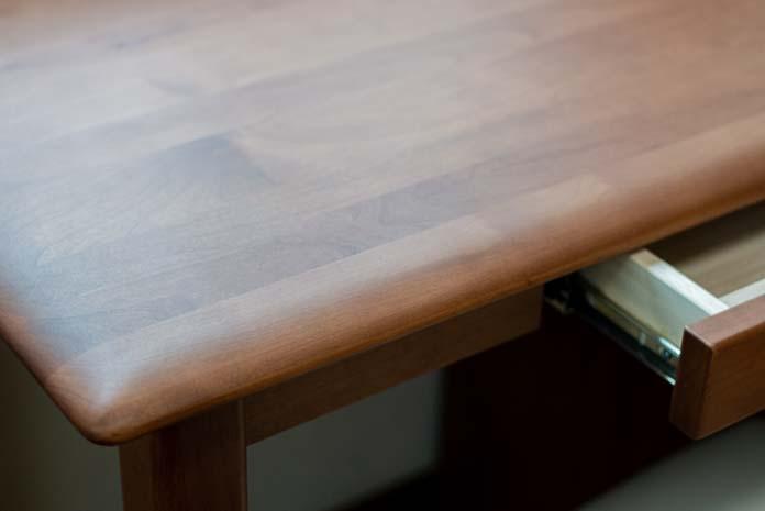 学習机の天板(北米産アルダー無垢材)
