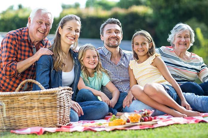 ファミリータイム(家族の時間)を過ごすアメリカ人