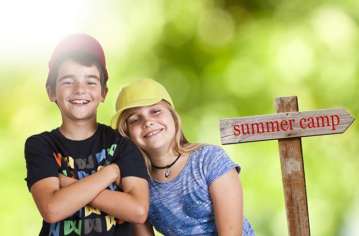 サマーキャンプに参加するアメリカの小学生